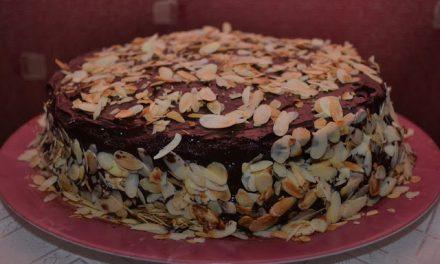 Tort cu cremă de ciocolată şi caramel sărat