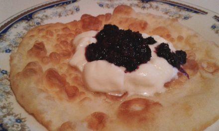 Scovergi cu iaurt şi gem