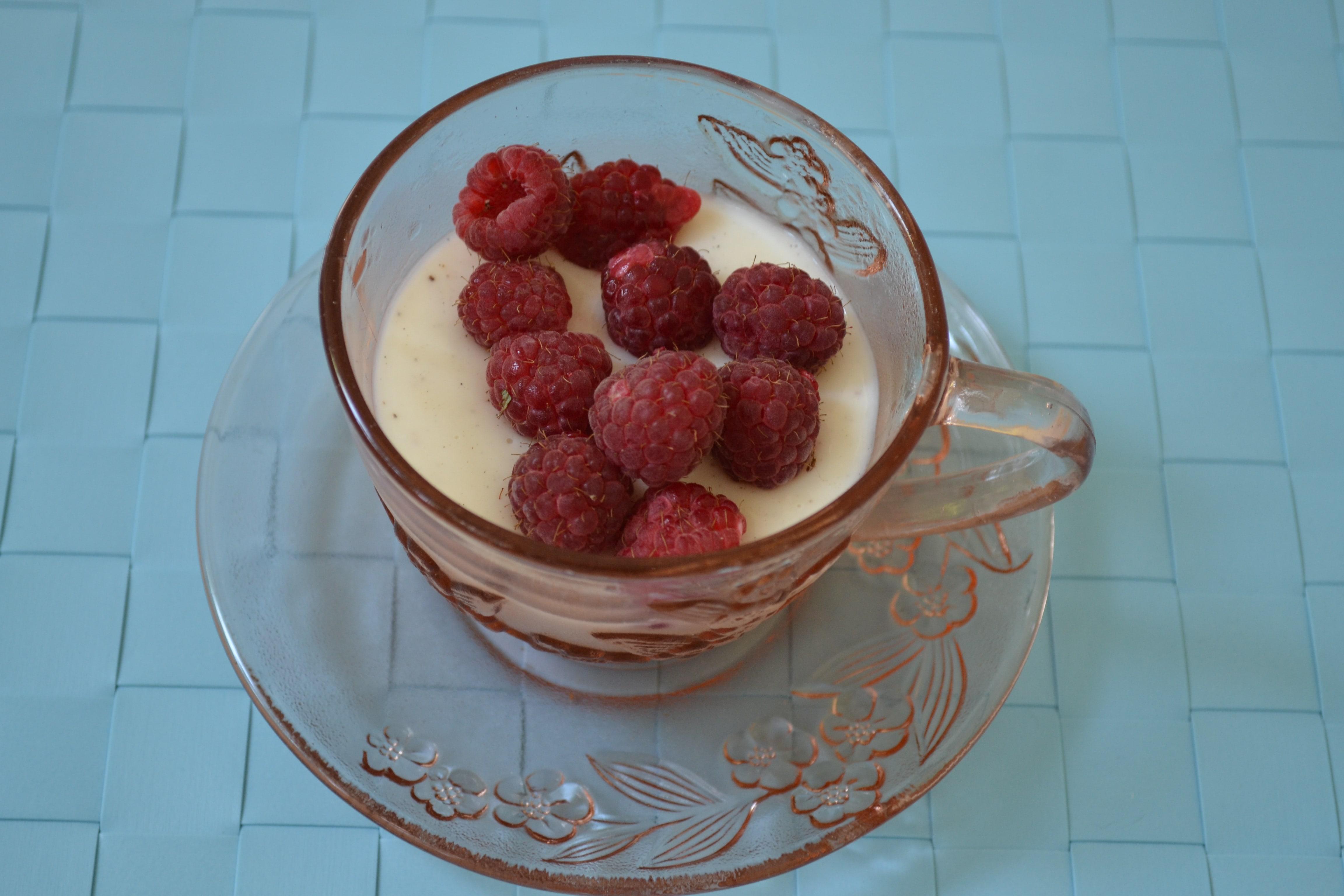 crema de lapte cu vanilie si zmeura