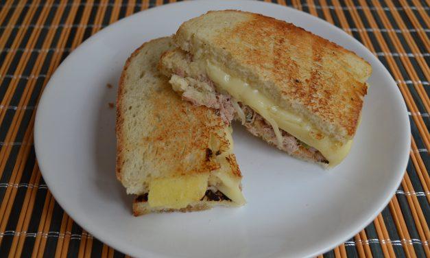 Tuna melt – sandvici cald cu ton