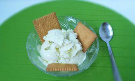 Înghețată de lămâie și busuioc